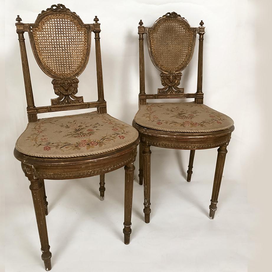 paire de chaises de style louis xvi bois dor le chat rouge. Black Bedroom Furniture Sets. Home Design Ideas