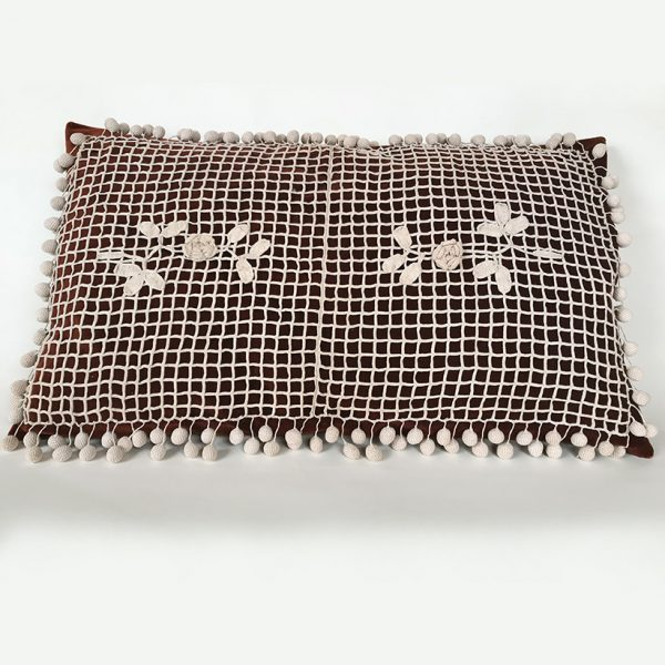 coussin-velours-crochet-ancien