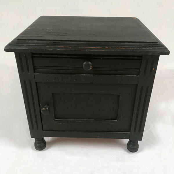 petit-chevet-peint-noir