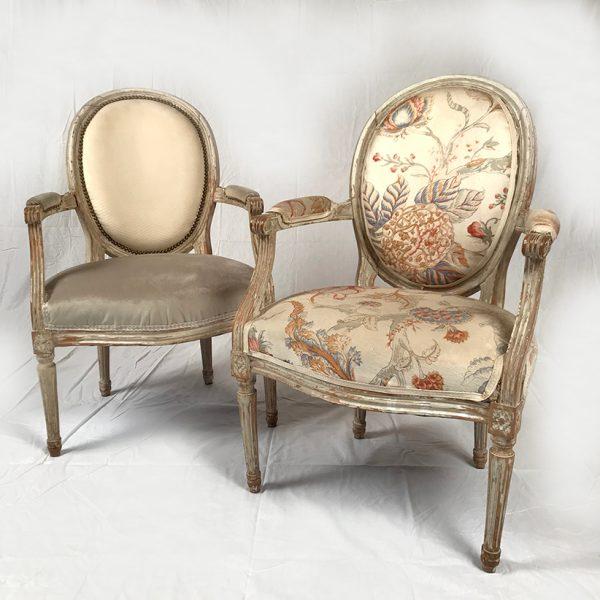 paire-fauteuils-medaillon-louis-xvi