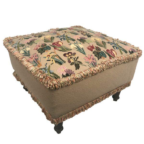 pouf-napoleon-iii-tapisserie